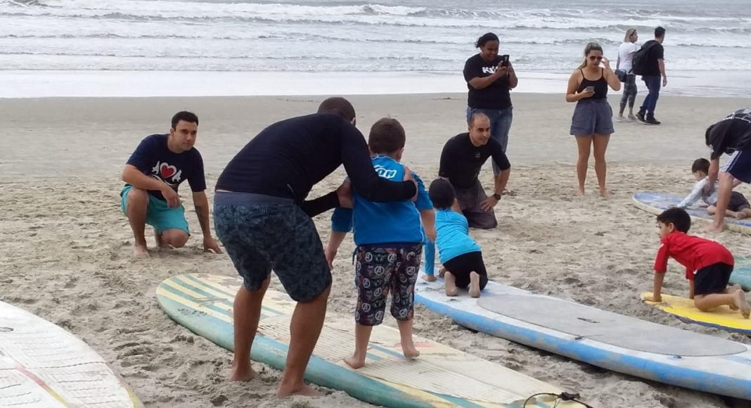 Campeonato Surf para Autistas na Praia Central de BC